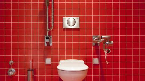 Vorsicht Auf Der (büro)toilette Warum Sie Den Deckel