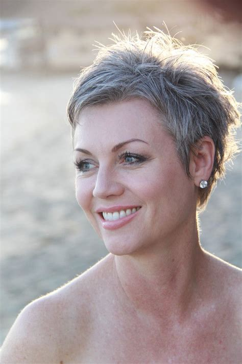 Pixie Hairstyles For Grey Hair by The 25 Best Gray Hair Ideas On Grey