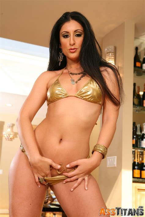 Lucious Lopez Strips Out Of Her Hot Gold Bikini Club