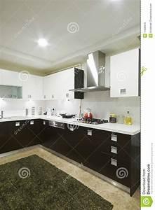 Cuisine Blanche Et Noire : cuisine domestique blanche et noire photo stock image du ~ Nature-et-papiers.com Idées de Décoration
