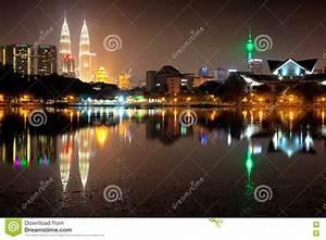 Kuala Lumpur Skyline Night View Stock Afbeelding ...