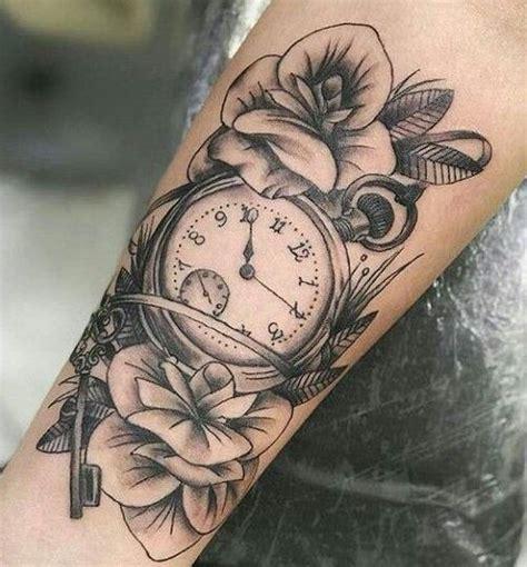 tatuajes de relojesbolsillo arena antiguoshombre mujer