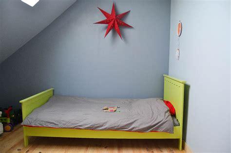 tableau chambre gar輟n mini chambre de garçon dans les combles maman à tout faire