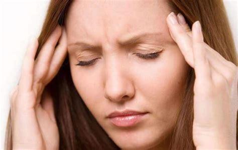 mal di testa da ciclo mal di testa a ciclo cause farmaci e rimedi naturali