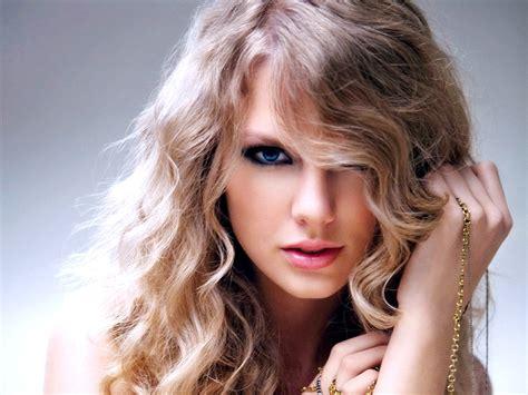 Taylor Swift's Evolving Beauty