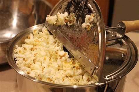 Old Fashioned Stove Top Popcorn Popper. Hand Crank SS