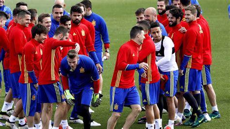 Luis enrique spielte selbst zwischen 1991 und 2002 für spanien und war als trainer bereits beim fc barcelona (2014 bis 2017). England gegen Spanien heute live im TV und Live-Stream ...