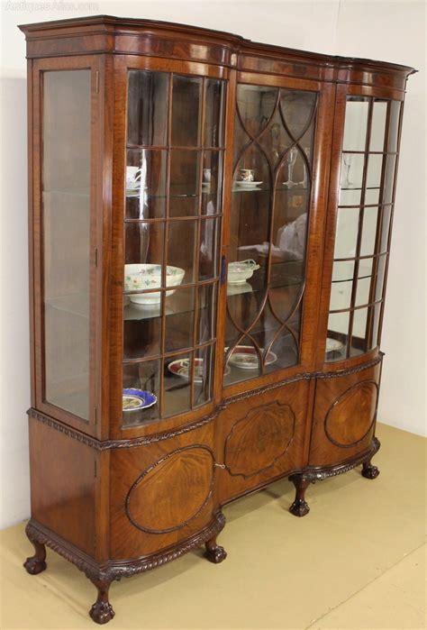vintage display cabinets large chippendale style mahogany display cabinet 3189