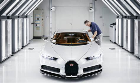 bugatti chiron photographs   supercar   mph top speeds production expresscouk