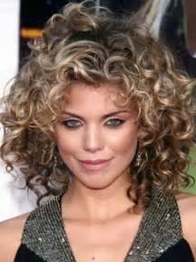 coupe cheveux frises modèle coupe cheveux frisés