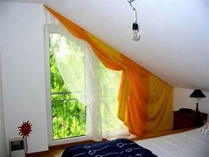 Rollos Für Schräge Fenster Selber Bauen : dachfenster gardine selber machen anbringen nahen dachfenster kinder bilder selber vorhange fur ~ Yasmunasinghe.com Haus und Dekorationen