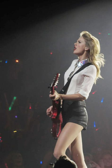 Taylor Swift - at the O2 Arena in London - RED Tour 2014 ...