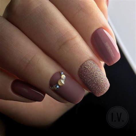 Los colores de uñas perfectos para tu tono de piel tostadita. Uñas de otoño para quinceañeras   Ideasparamisquince.com