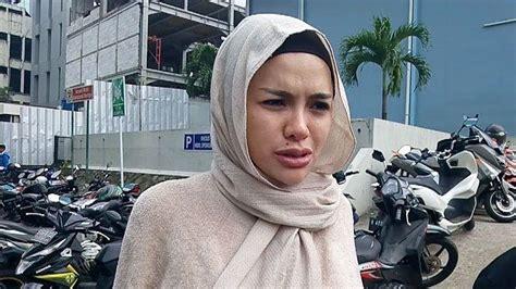 Nikita Mirzani Lepas Hijab Ubah Drastis Penampilannya