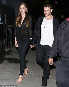Ryan Phillippe and daughter Ava bear a striking ...
