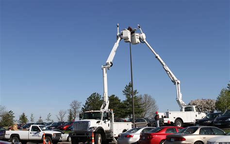 lineworker students swap   lights   dctc news