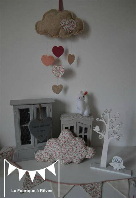 décoration chambre enfant bébé fille liberty nuage étoile