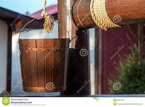 Une Corde De Bois : puits en bois seau sur une corde image stock image du ~ Melissatoandfro.com Idées de Décoration