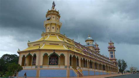menyaksikan beragam agama jadi satu  kuil cao dai