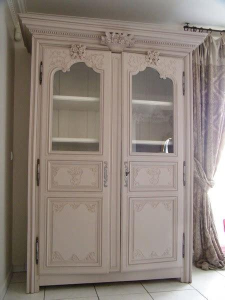 vieille cuisine repeinte remettre à la mode une armoire ancienne est ce possible