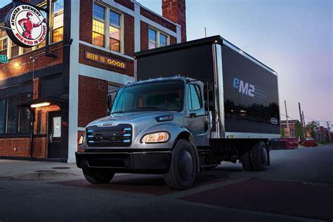 daimler reveals  electric freightliner trucks roadshow