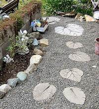 garden stepping stones 30 Beautiful DIY Stepping Stone Ideas To Decorate Your ...