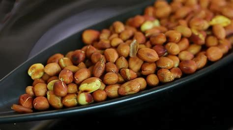 roasting peanuts how to roast peanuts 7 easy steps with pictures