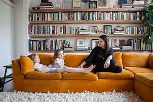 Canapé Velours Jaune : la fabrique d co canap en velours choisir son style et sa couleur ~ Teatrodelosmanantiales.com Idées de Décoration