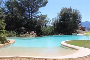 Construction d39une piscine de forme libre par un for Exceptional piscine forme libre avec plage 2 piscine piscines formes libres
