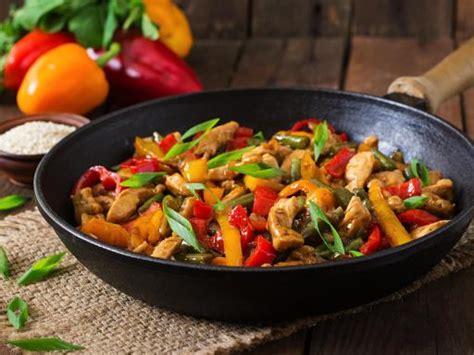 cuisine wok poulet wok de poulet poivron à l 39 asiatique recette de wok de