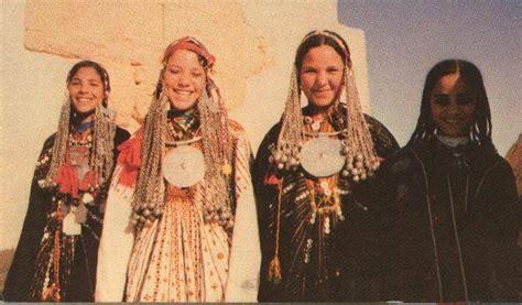 adeles egypt inspired dress sparks cultural appropriation