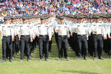 La PNC presenta los nuevos uniformes que utilizarán sus ...