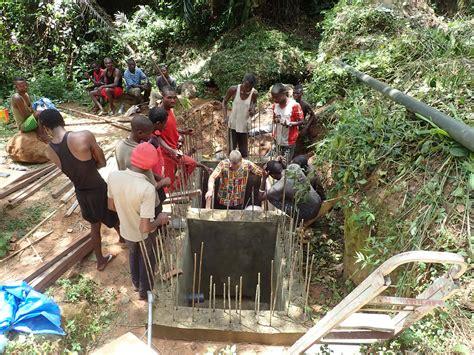 Erste Arbeiten Bei Der Quelle  Wasserpumpekongos Webseite