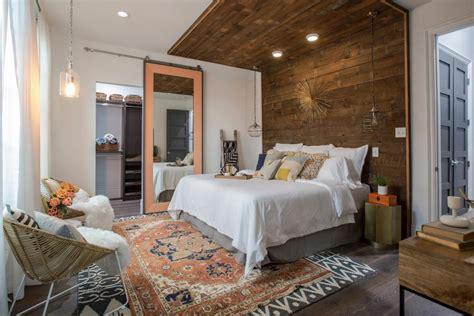 brothers   orleans bedroom  bathroom