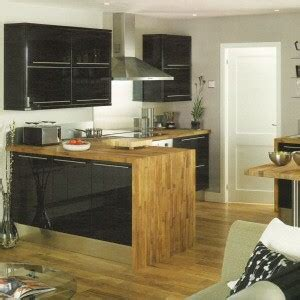 high gloss black kitchen  howdens joinery  high