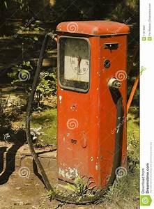 Vieille Pompe A Essence : vieille pompe essence image stock image 17414681 ~ Medecine-chirurgie-esthetiques.com Avis de Voitures