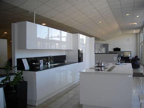cuisine moderne blanc laqué davaus modele cuisine noir laque avec des idées