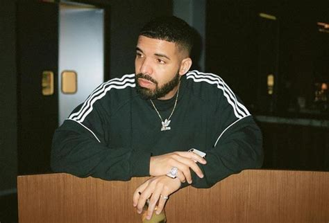 Drake Fans Gets All Emotional Listening To New Song