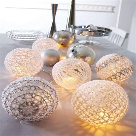 deco boule de noel a fabriquer deco noel avec une guirlande de boules lumineuses