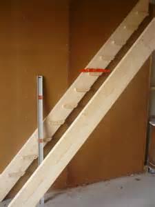 Construire Un Escalier En Bois Droit by R 233 Aliser Un Escalier Simple En Bois Le Blog De Etienne