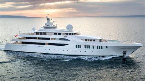 cost  rent   deck superyacht