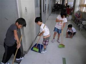 Japanese School: What ... these six-year-olds don't clean ...