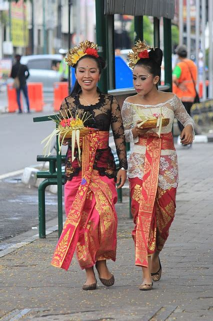 traditional clothes style people  photo  pixabay