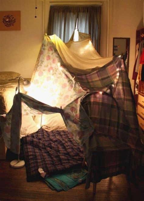 hoehle bauen feeling nostalgic blanket fort build