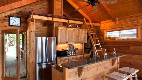 small and tiny houses with loft