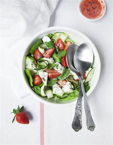 cuisine des courgettes salade fraises courgettes feta pour 4 personnes