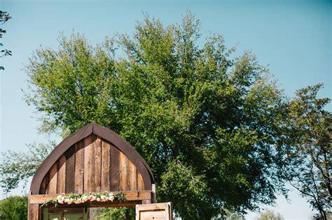Mongini Barn Rustic Spring Wedding // Cottonwood
