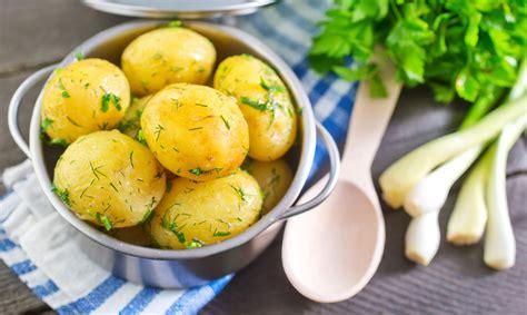 Kurā brīdī kartupeļiem pievienot sāli un kā tos pareizi ...