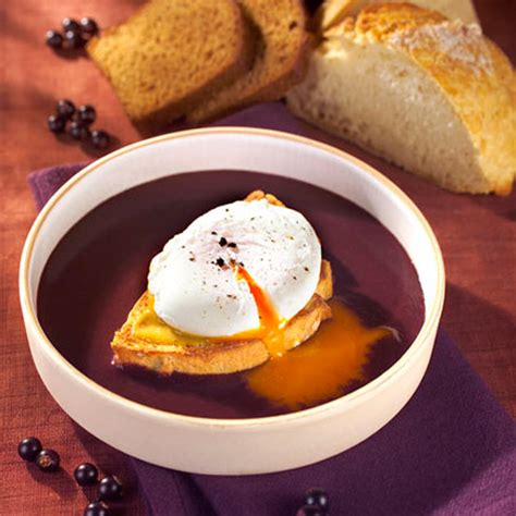 poached eggs  red wine sauce