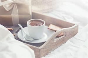 Tablett Mit Foto : fr hst ck tablett mit kaffee kekse und ein goldenes geschenk download der kostenlosen fotos ~ Orissabook.com Haus und Dekorationen